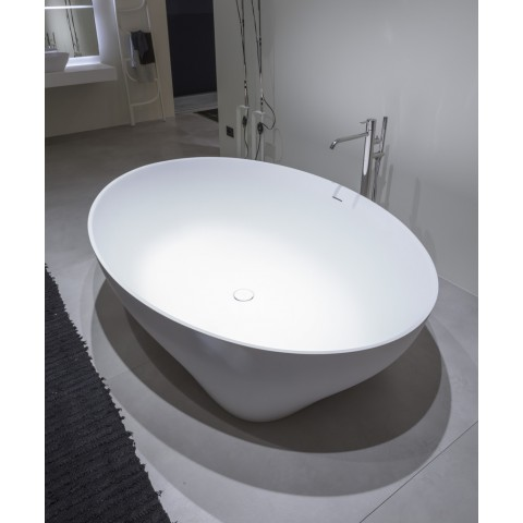 Oval biobased Cristalplant bathtub with feet Suite by Antonio Lupi white