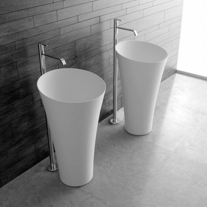 Freestanding washbasin in cristalplant Tuba 3 by Antonio Lupi
