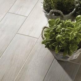 Complementi d 39 arredo piastrelle e legni per l 39 ingresso e for Pavimenti per cucina e soggiorno